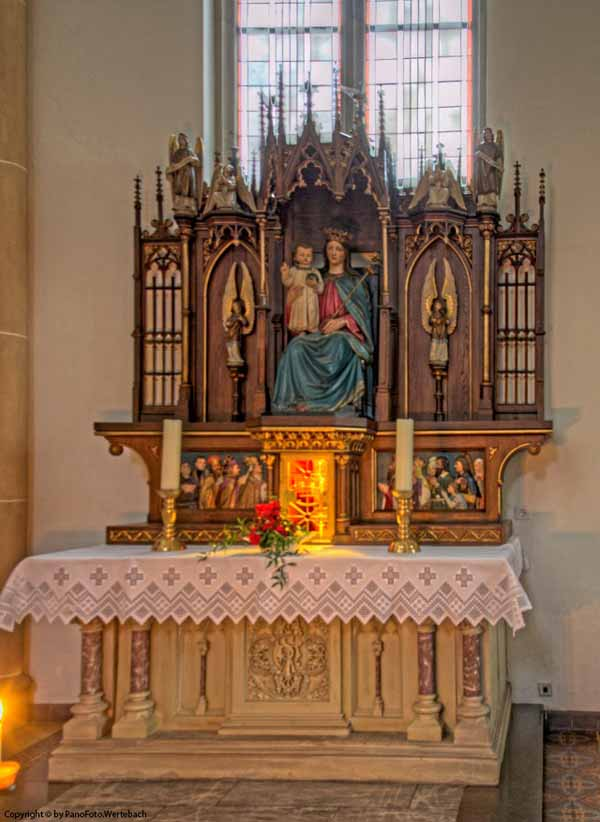 Friesoythe Kirche - Seitenaltar links.